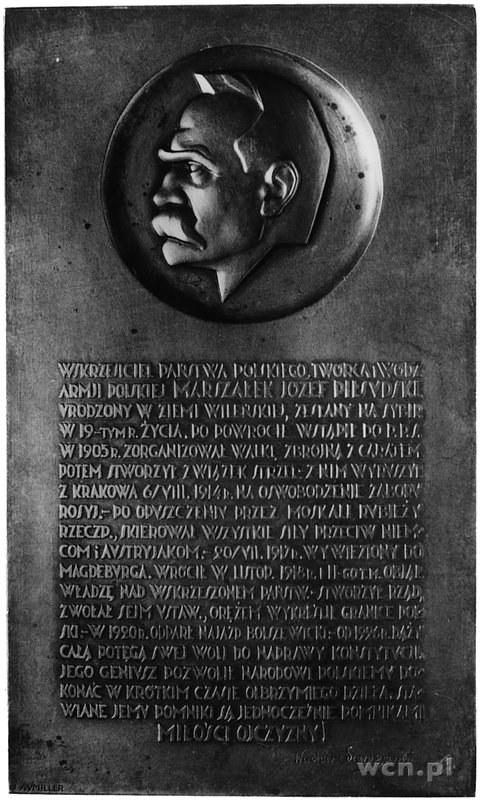 plakieta jednostronna sygnowana J. AUMILLER wykonana w ...