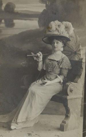 Janina ULEYSKA, Pocztówka z reprodukcją fotografii, ok. 1910. 14 x 8,5 cm;