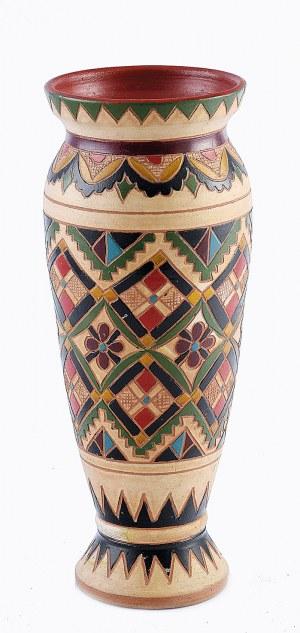 Wazonik huculski, z geometryczną dekoracją ornamentalną