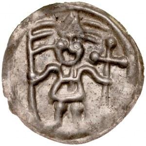 Brakteat guziczkowy II poł. XIII w., Brakteat guziczkowy, Kujawy? Av.: Stojący rycerz w hełmie trzyma proporzec i krzyż.