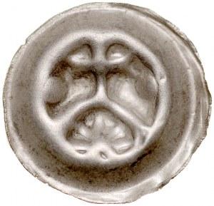 Brakteat guziczkowy, Av.: Krzyż wsparty na krokwi, pod nim gwiazdka, po bokach kropki.
