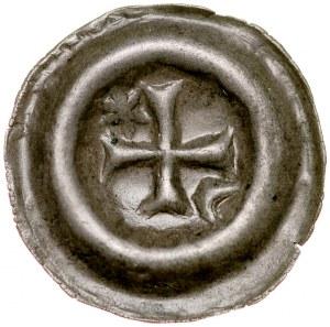 Brakteat guziczkowy, Av.: Krzyż grecki, między ramionami półksiężyc i gwiazdka.