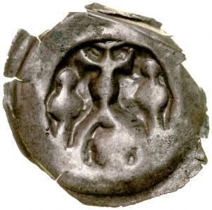 Brakteat guziczkowy II poł. XIII w., nieokreślona dzielnica, Av.: Krzyż wsparty na łuku, pod nim głowa? bo bokach dwie baszty.