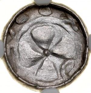 Denar krzyżowy XI w., Av.: Krzyż kawalerski, centralnie kropka, między ramionami pałąk, Rv.: Krzyż prosty, między ramionami duże kropki.