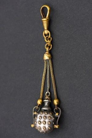 Zawieszka miniaturowa w formie bukłaka, Francja lub Rosja, II poł. XIX w.