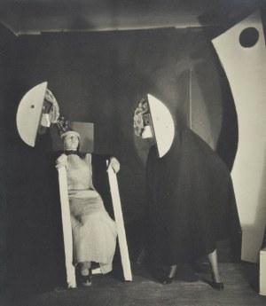 Fotografia: Teatr Niezależny Tadeusza Kantora-Lila Proszkowska-Krasicka jako Balladyna ze Skierką i Chochlikiem