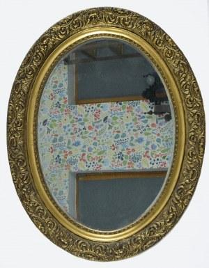 Lustro w drewnianej rzeźbionej ramie