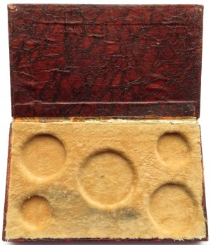 Powstanie Listopadowe, pudełko na monety z roku 1831, bordowe ze złoceniami