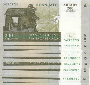 Madagascar,  UNC,  Total 10 banknotes