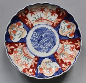 Talerz dekoracyjny w typie imari (Japonia, pocz.XX w.)