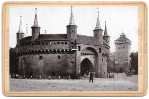 [Barbakan]. [nie przed 1895, nie po 1898/pocz. XX w.]. Fotografia form. 9,5x14,6 cm