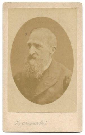 [KRASZEWSKI Józef Ignacy - fotografia portretowa]. [2. poł. XIX w.]. Fotografia form. 8,2x5,5 cm na oryg...