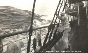 [MARYNARKA - SS Pułaski - fotografia sytuacyjna]. [l. 30. XX w.]. Fotografia form. 8,9x13,9 cm...