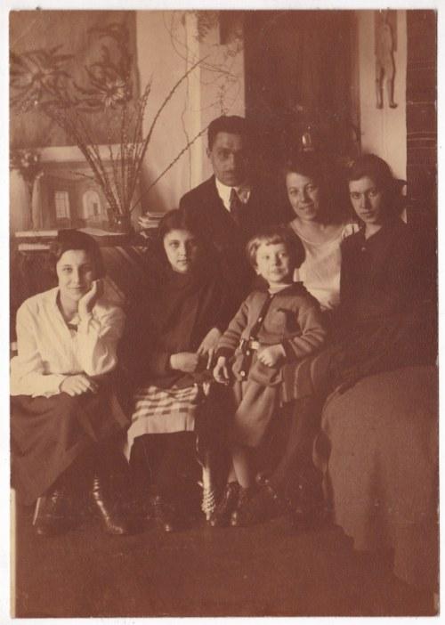 Przedwojenna fotografia: Malew - zestaw 10 fotografii, mieszkańcy dworu Małujłowie, Stefania Małujowa i jej syn Ryszard, okolice dworu, bal przebierańców