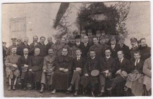 Przedwojenna fotografia: Urząd Wojewódzki w Nowogródku, m.in.: Czesław Krupski, Olgierd Świda, Bronisław Hłasko,