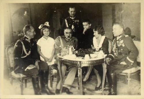 Józef Piłsudski, Portret zbiorowy przy choince