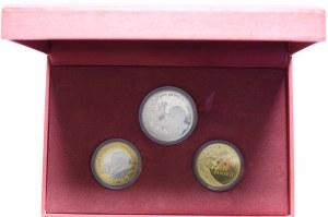 Zestaw 3 monet i medali przedstawiających Św. Jana Pawła II w ozdobnym pudełku.