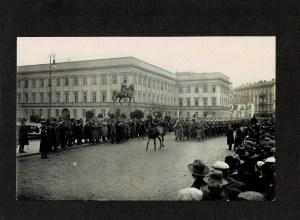 [Warszawa, Defilada przed Pałacem Saskim, po 1923] Fotografia niezidentyfikowanej uroczystości