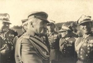 [WOJSKO Polskie - Marszałek Józef Piłsudski na Święcie Kawalerii w Krakowie - fotografia sytuacyjna]. [6 X 1933]...