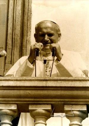 JAN Paweł II. Fotografia z pielgrzymki w dn. 16.06.81 r. w Krakowie.