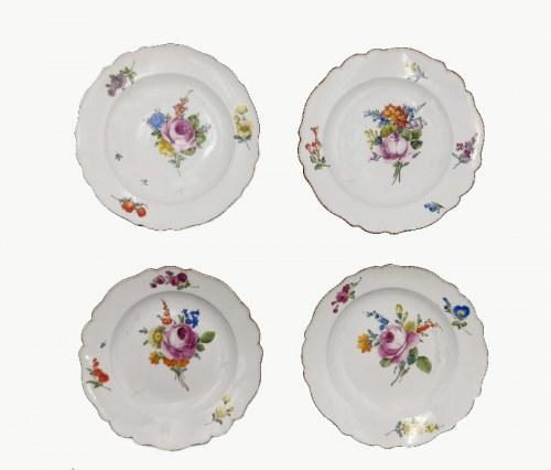 MIŚNIA, Churfürstliche Porzellain Fabrique, Cztery talerze serwisowe z dekoracją kwiatową