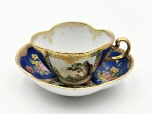 MIŚNIA, Königliche Porzellanmanufaktur, Filiżanka ze spodkiem, w rezerwach kwiaty i miniatury pejzażowe