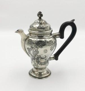 Christian HOENSCH (czynny 1746-1792), Dzbanuszek do kawy rokokowy