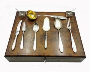 Józef CYANKIEWICZ (1885-1936) - firma kupiecka, Komplet sztućców na 12 i środka stołu (107 sztuk) w kantynie