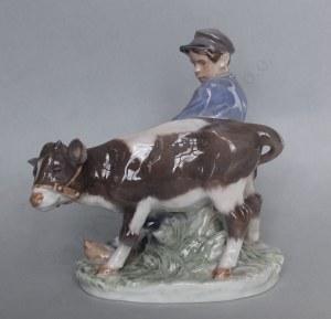 Figurka-Chłopiec z cielakiem (Dania, Kopenhaga, III ćw.XX w.)