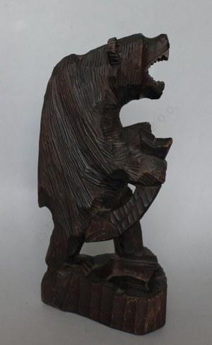 Figurka-Niedźwiedź z rybą (Polska, XX w.)