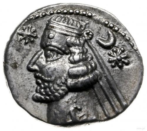 drachma, mennica Rhagae; Aw: Popiersie króla w lewo; Rw...