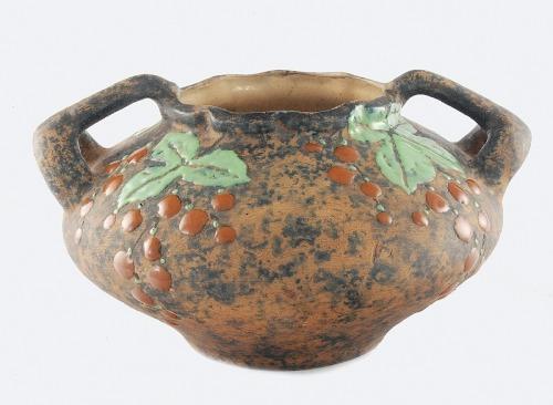 Imperial Amphora ( Riessner & Kessel), Wazonik ze szlakiem motywu winogron