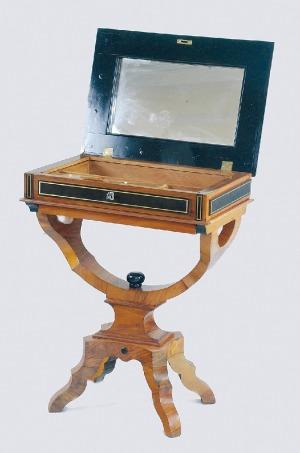 Stolik pomocniczy - toaletka w stylu biedermeier