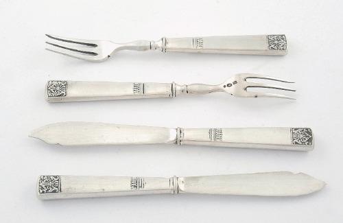 Komplet noży i widelców dla 6 osób