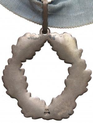 Wieniec dębowy na szarfie (srebro, sygnatura G.H.)