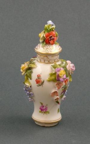 Flakonik na perfumy (A german miniature perfume bottle with cover)