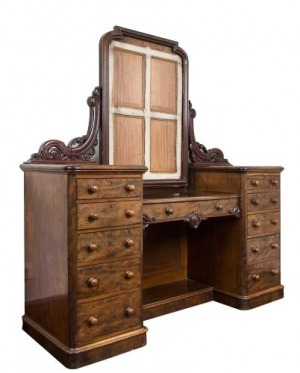 Toaletka wiktoriańska (An early victorian burr-walnut dressing table)