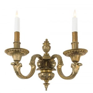Cztery kinkiety (A set of four Regence-style patinated brass two-handled wall-lights)