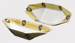 Paterki porcelanowe (A pair of Chamberlain's Worcester yellow-ground boat-shaped dishes)