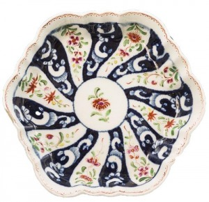 Talerzyk porcelanowy (A Worcester hexagonal teapot stand)