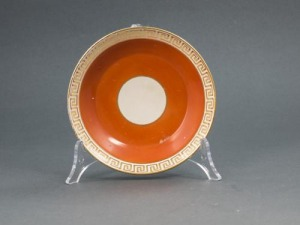 Spodek porcelanowy (A Wedgewood orange ground and gilt circular saucer)