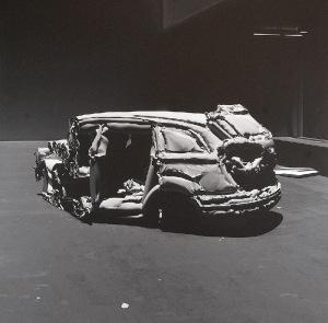 Norman LETO (ur. 1980), Przekrój przez samochód wykonany z cyfrowej pianki Normana-Fussa, poddany działaniu wysokiej temperatury, 2009