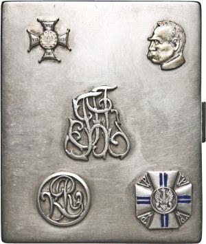 Tabakierka, srebro 148,3 g, 87 x 72 x 15 mm, zdobienia