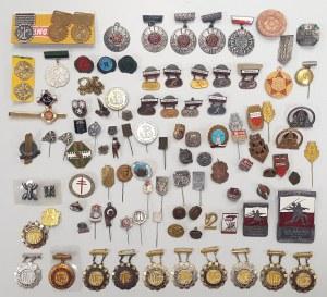 Kolekcja drobnych odznak różnych