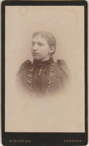 OŚNO LUBUSKIE. Portret kobiety; fot. wykonana w atelier W. Diestler,  ...