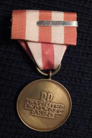 Medal Zwycięstwa i Wolności 1945. Medal ustanowiony dekretem Rady Mi ...