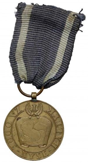 Medal za Odrę-Nysę-Bałtyk - wczesna wersja z szerokim orłem