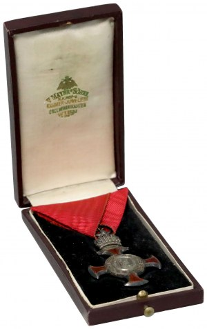 Srebrny Krzyż Zasługi z Koroną, w etui