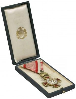 Złoty Krzyż Zasługi z Koroną, w etui