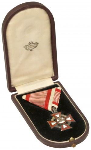 Krzyż Zasługi Wojskowej, Klasa III z Dekoracją Wojenną, w etui